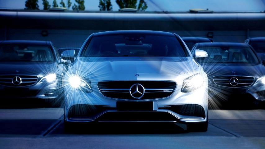 Modernes Auto und Autoverwertung München